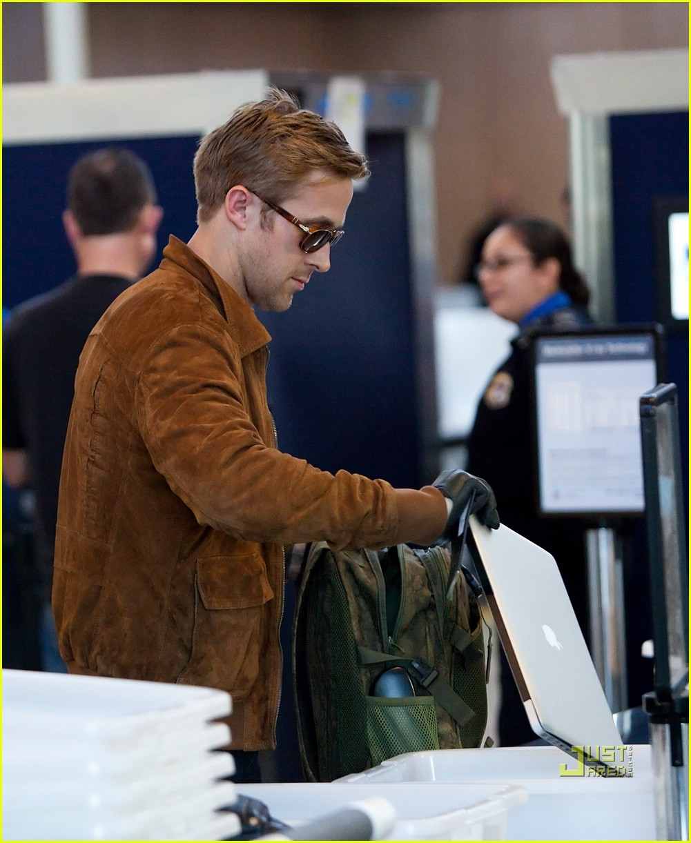 ryan gosling tsa patdown lax 022501100