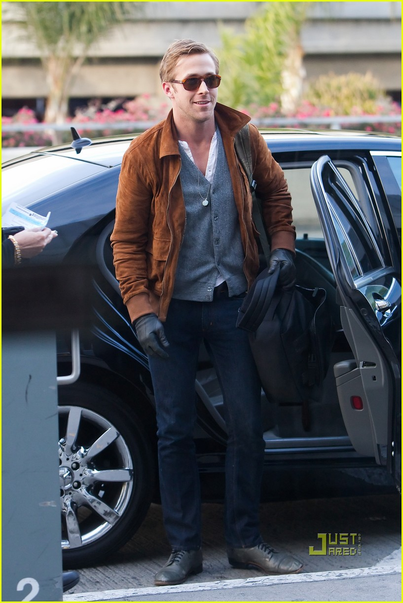 ryan gosling tsa patdown lax 032501101