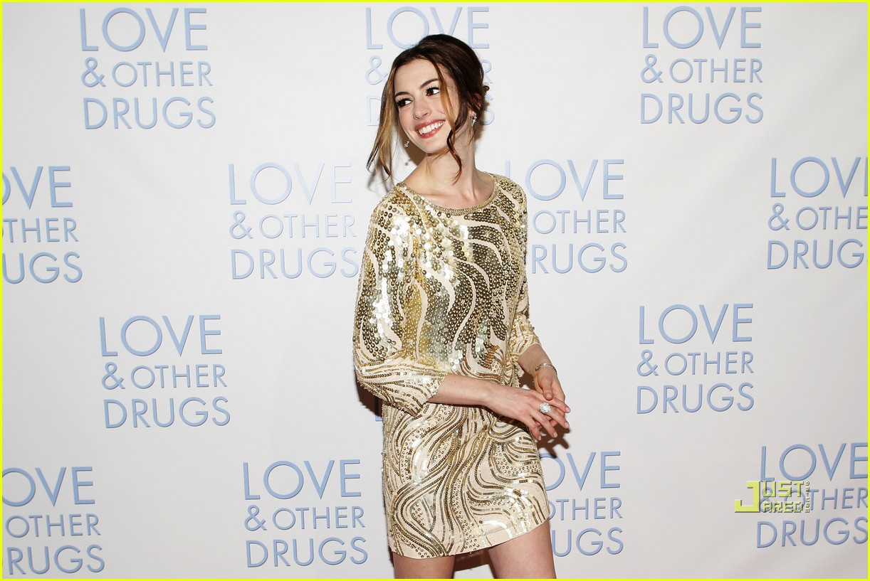 anne hathaway jake gyllenhaal love other drugs premiere sydney 02