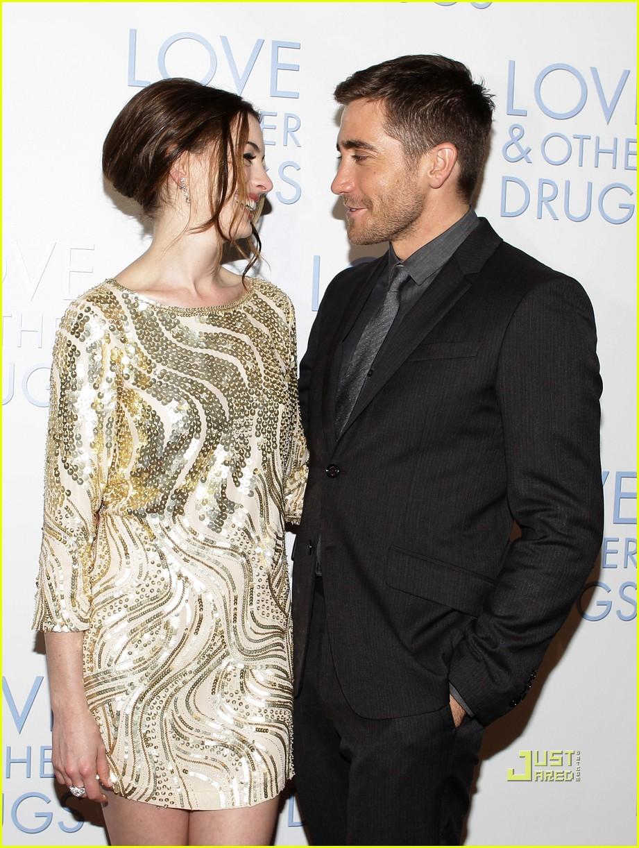 anne hathaway jake gyllenhaal love other drugs premiere sydney 03