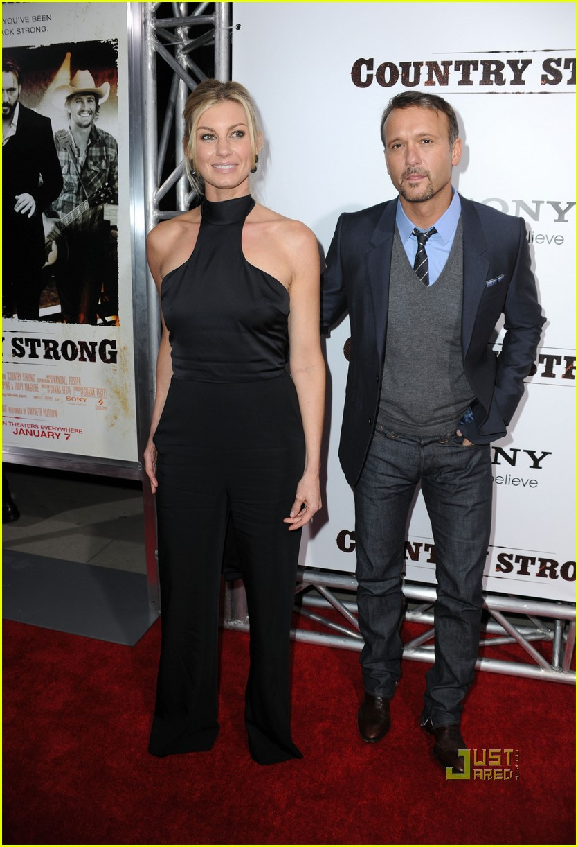 garrett hedlund minka kelly faith hill tim mcgraw country strong premiere 052503910