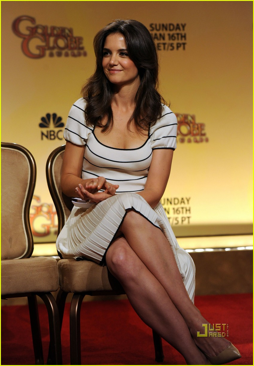 katie holmes golden globe nomination announcement 03