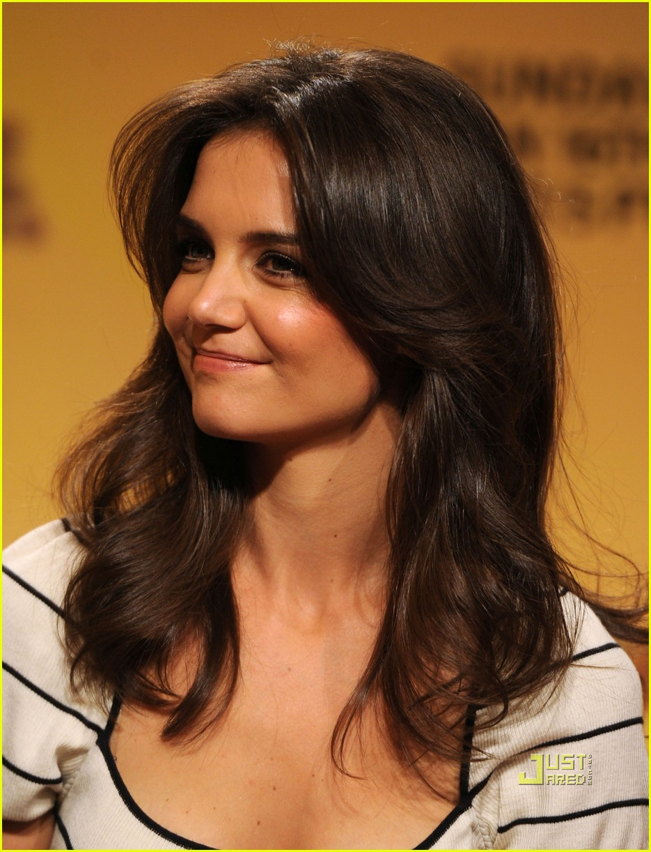 katie holmes golden globe nomination announcement 082503592