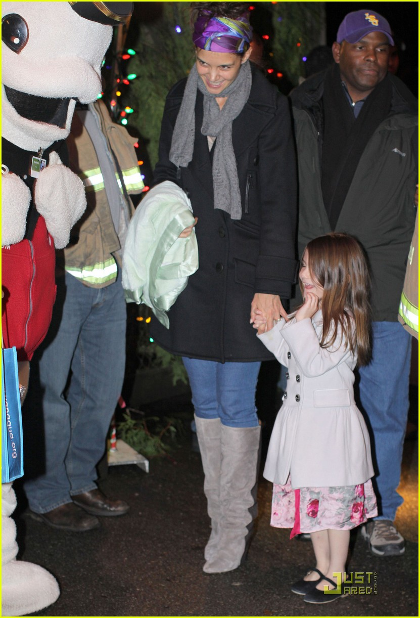 katie holmes suri cruise christmas train twosome 052504608