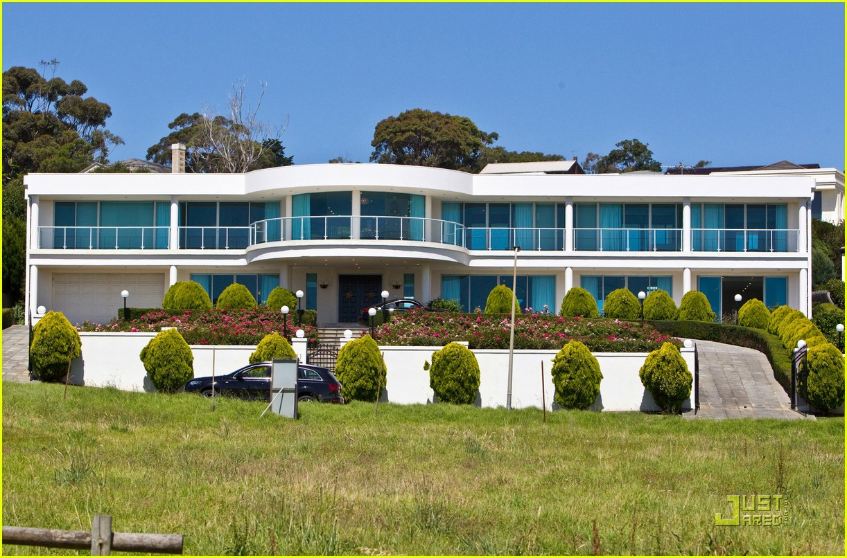 photo: house/residence of cool handsome  100 million earning New York & Sydney-resident
