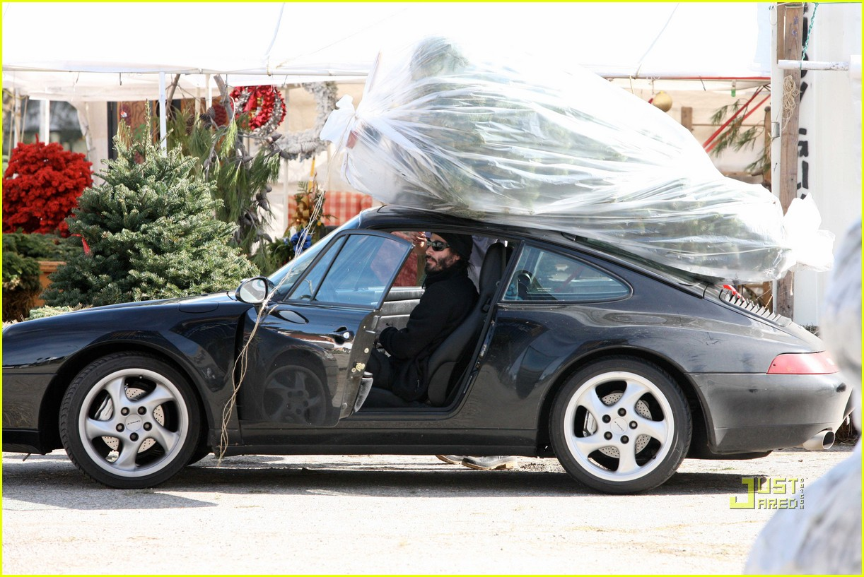 keanu reeves christmas tree shopping 022506371