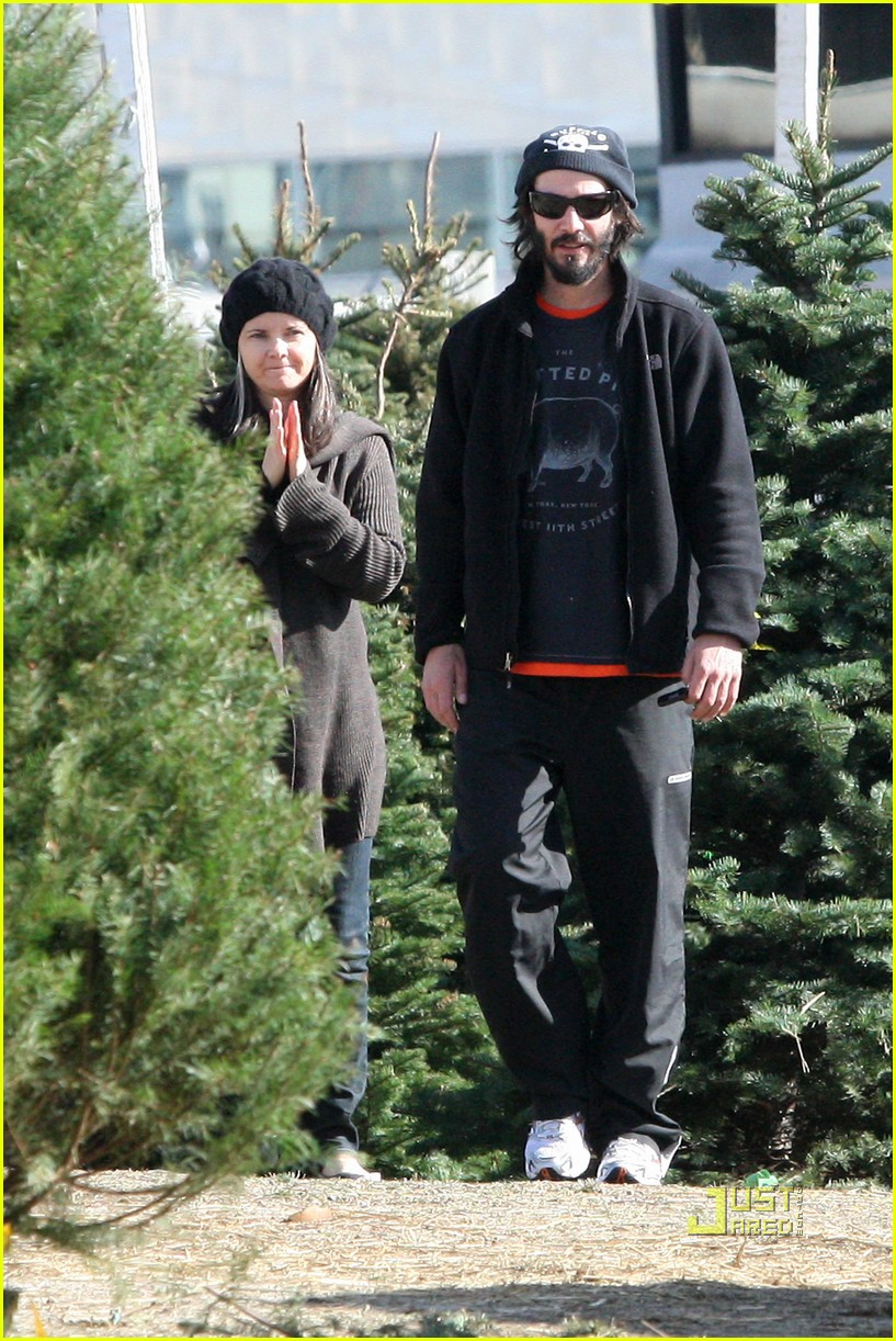 keanu reeves christmas tree shopping 092506378