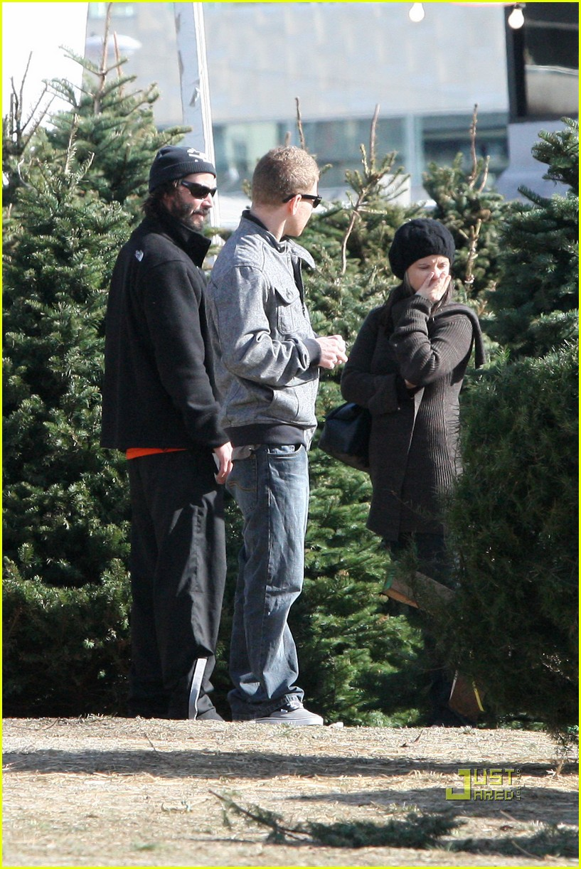 keanu reeves christmas tree shopping 102506379