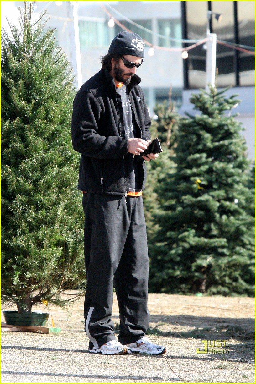 keanu reeves christmas tree shopping 142506383