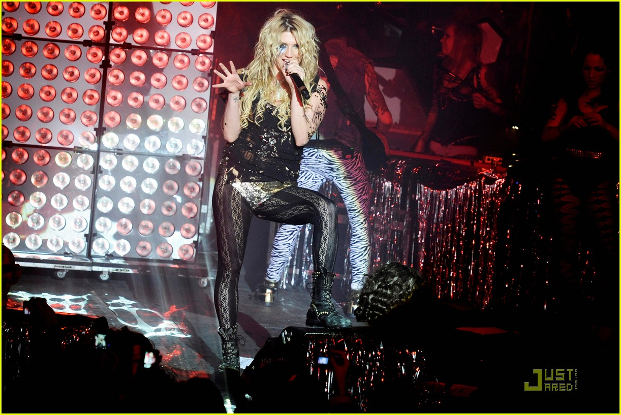 kesha billboard 06