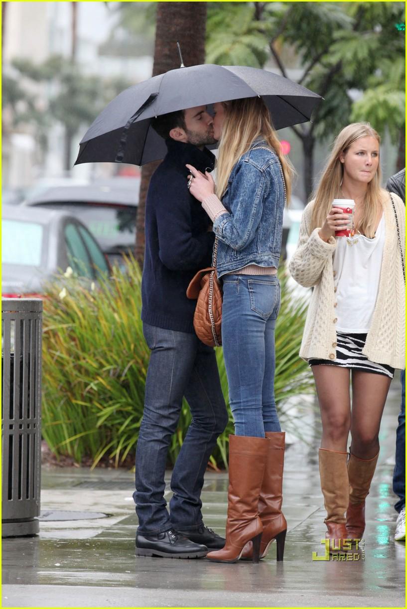 Adam Levine & Anne Vyalitsyna: Kiss Kiss!: Photo 2505076 ... Adam Levine And Anne Vyalitsyna Misery