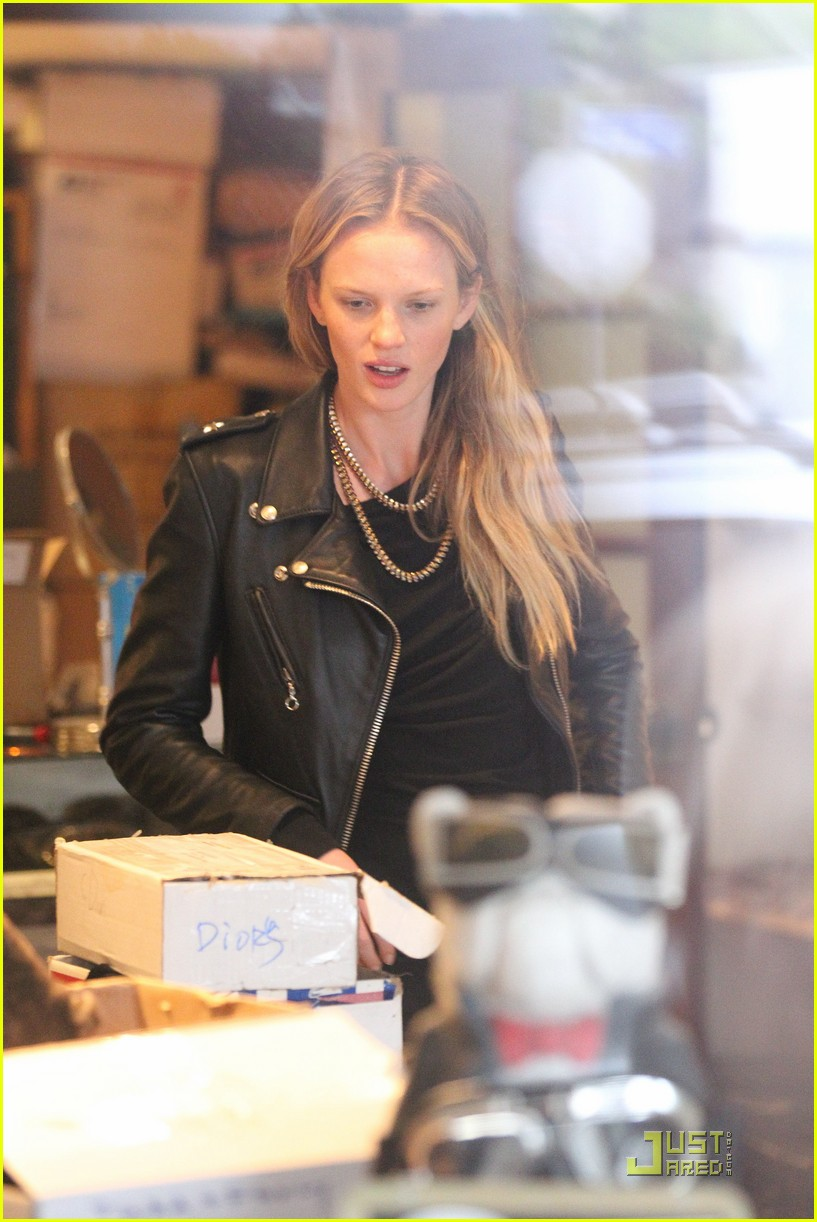 Watch Anne Vyalitsyna video