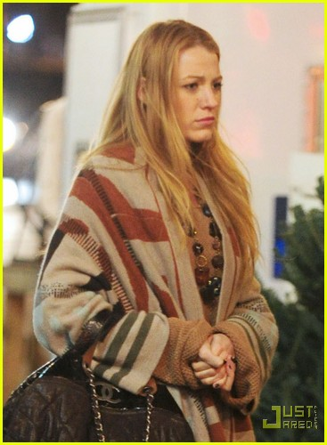 Blake Lively: Christmas Tree Shopping!: Photo 2503767 ...