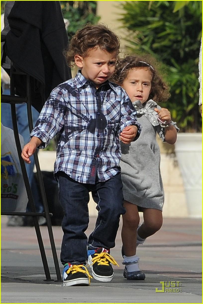 Do Jennifer Lopez S Kids Look Part African