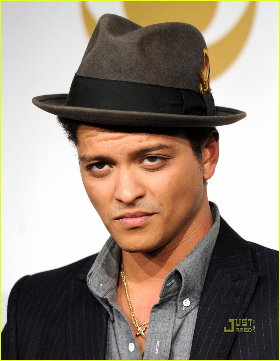 bruno mars new years eve 022500542