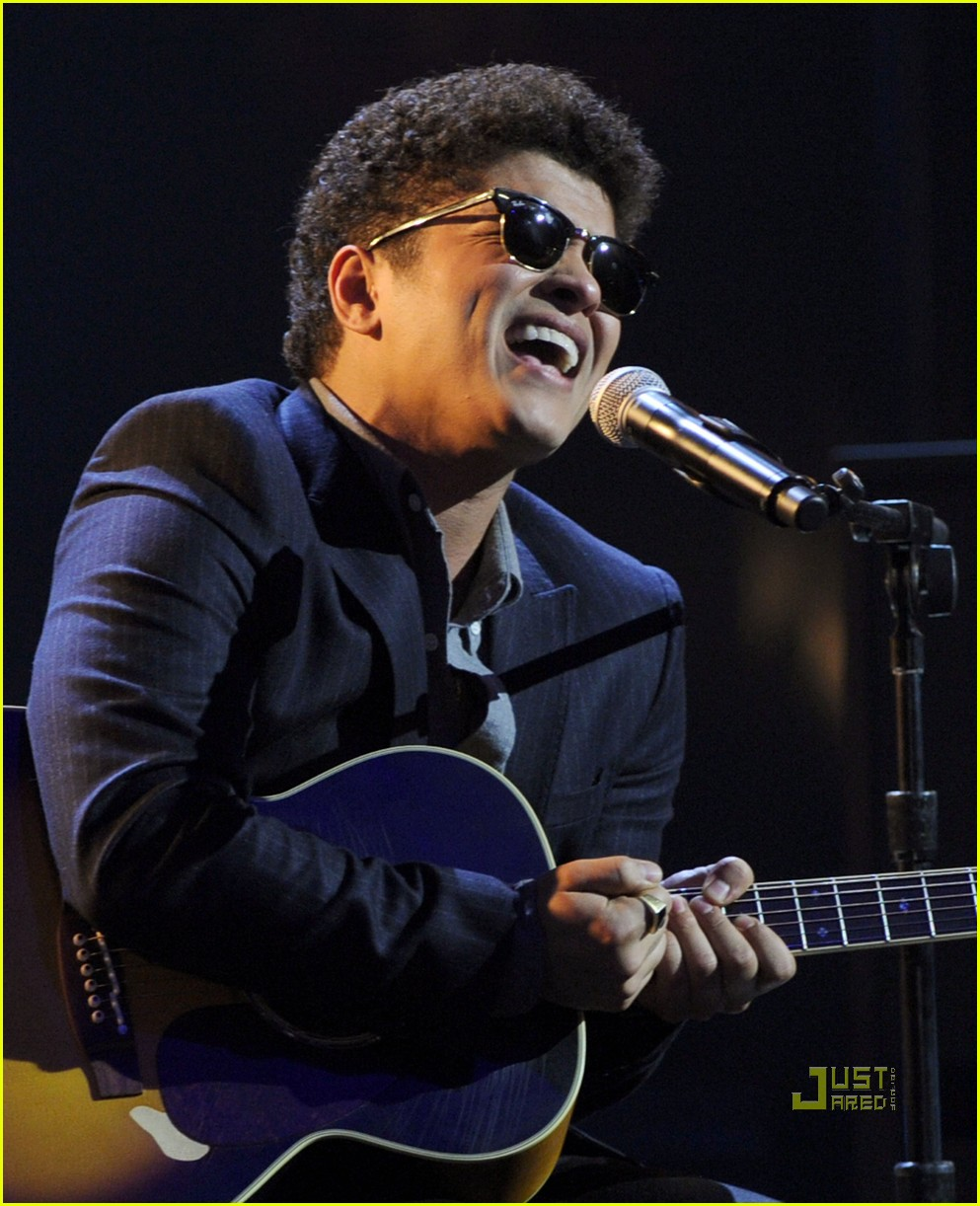 bruno mars new years eve 112500551