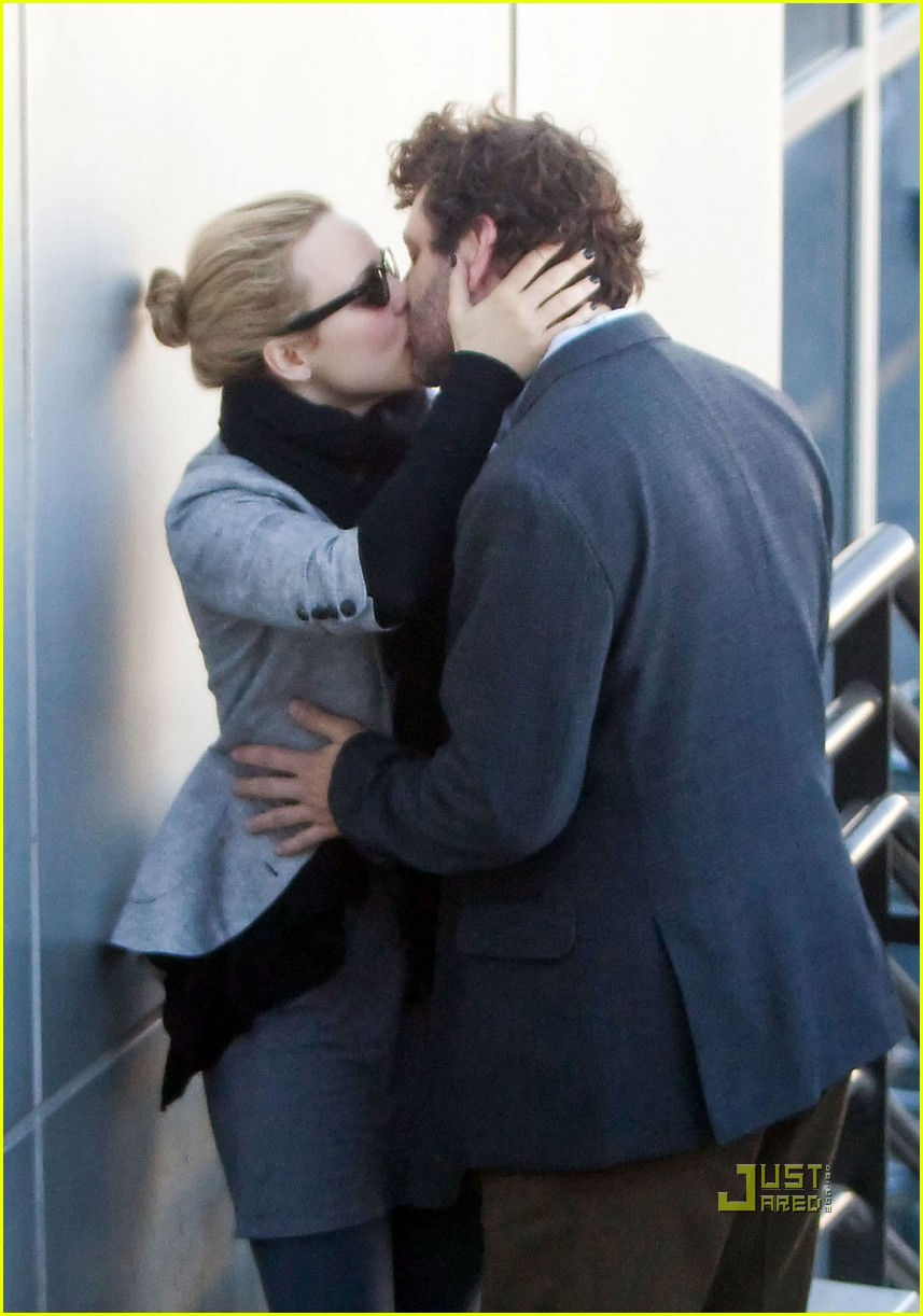 rachel mcadams michael sheen kiss 02