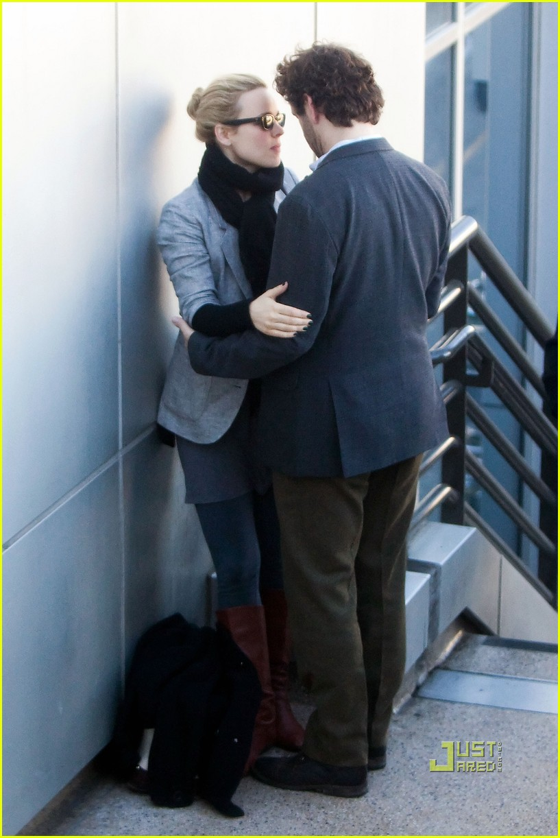 rachel mcadams michael sheen kiss 05