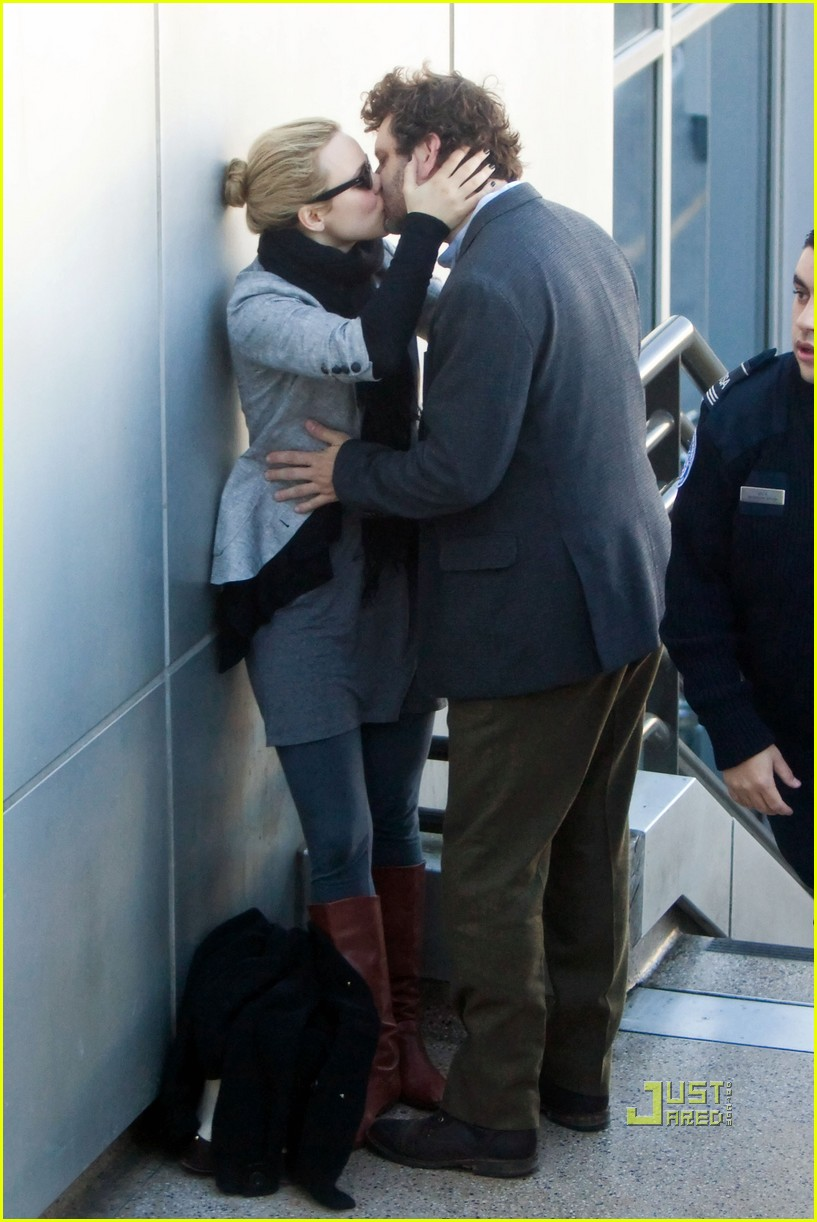 rachel mcadams michael sheen kiss 092500257
