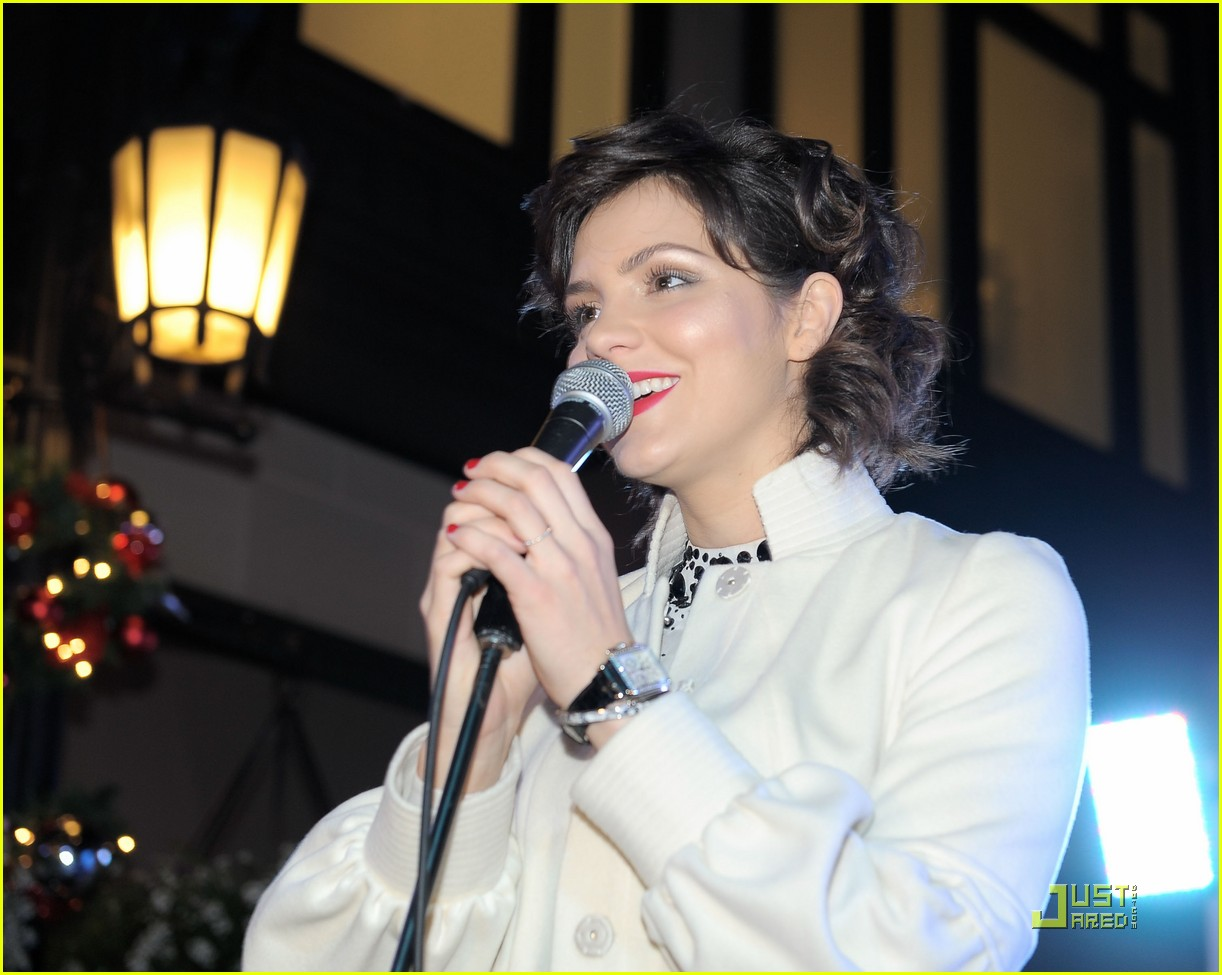 katharine mcphee monique coleman light unicef snowflake 07