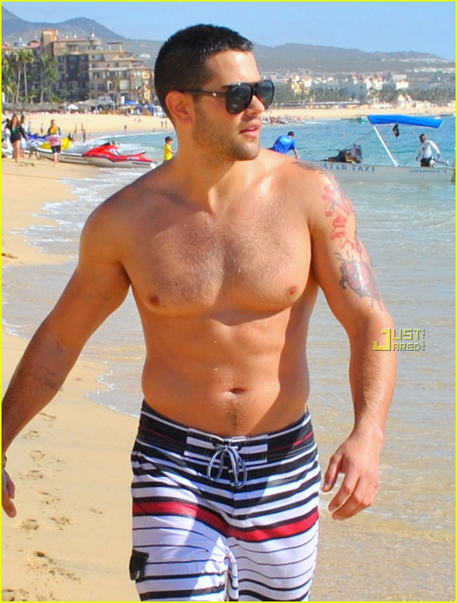 jesse metcalfe shirtless cabo 022506596