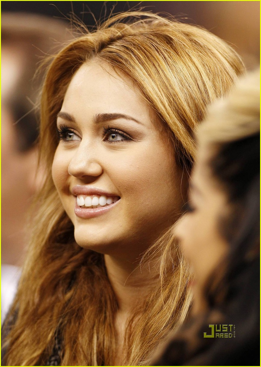 miley cyrus undercover set 24