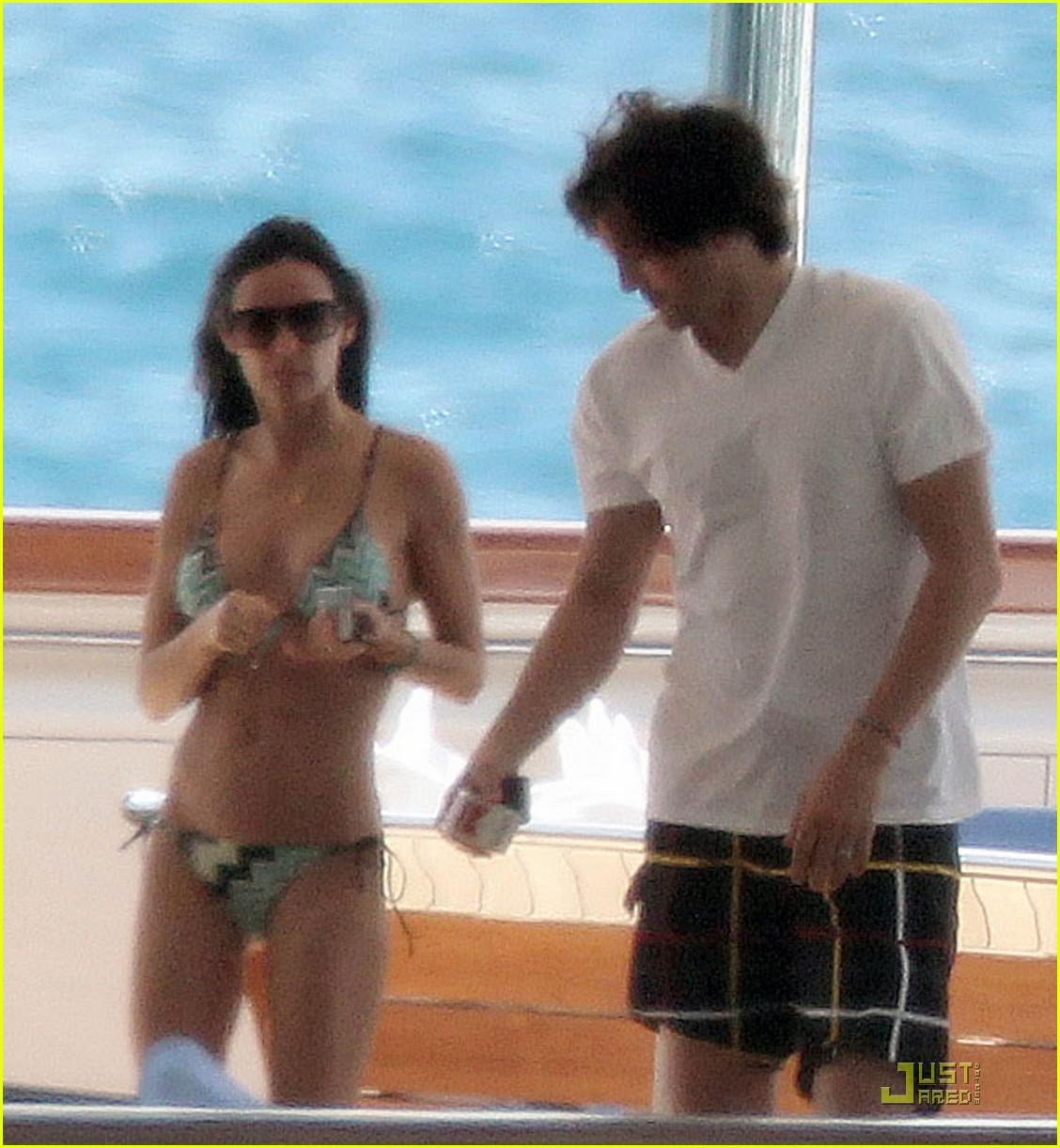 demi moore ashton kutcher yacht 02