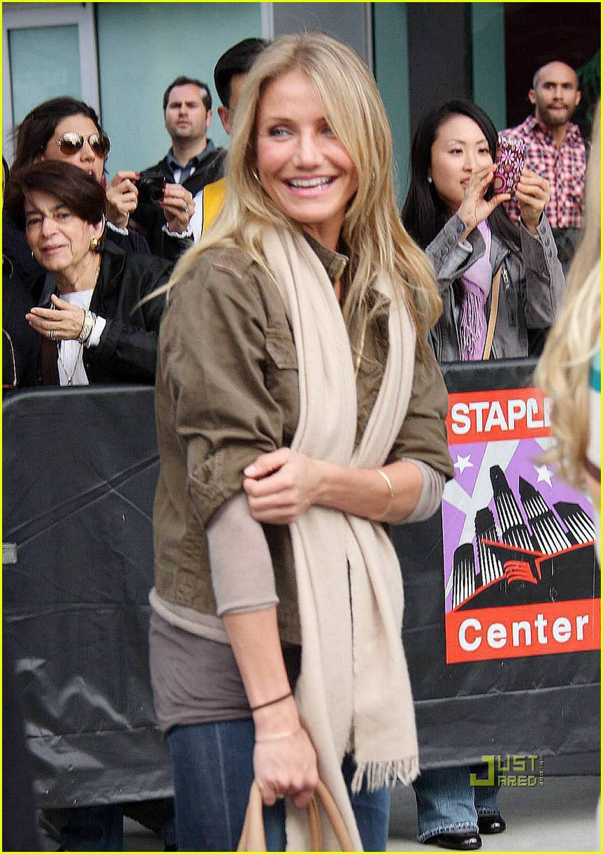 cameron diaz guy oseary lakers game 082506397
