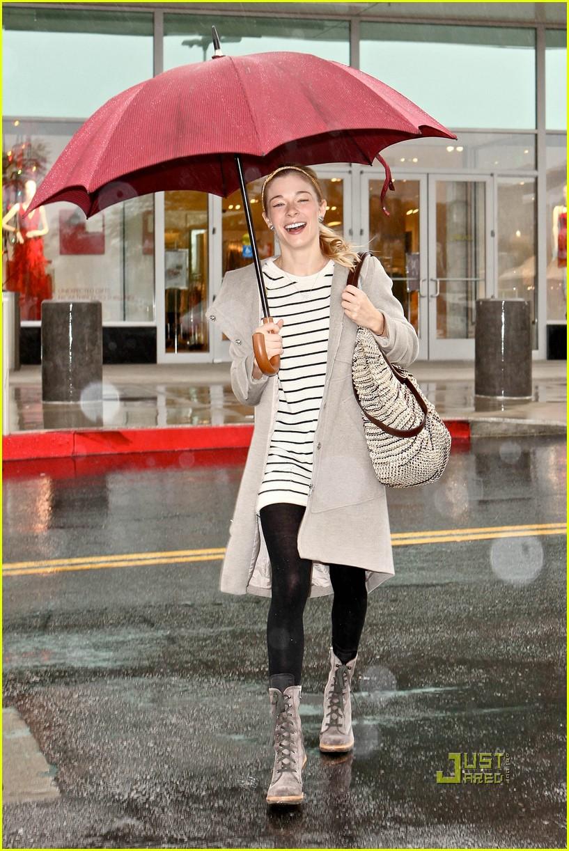 leann rimes umbrella mall 062505255