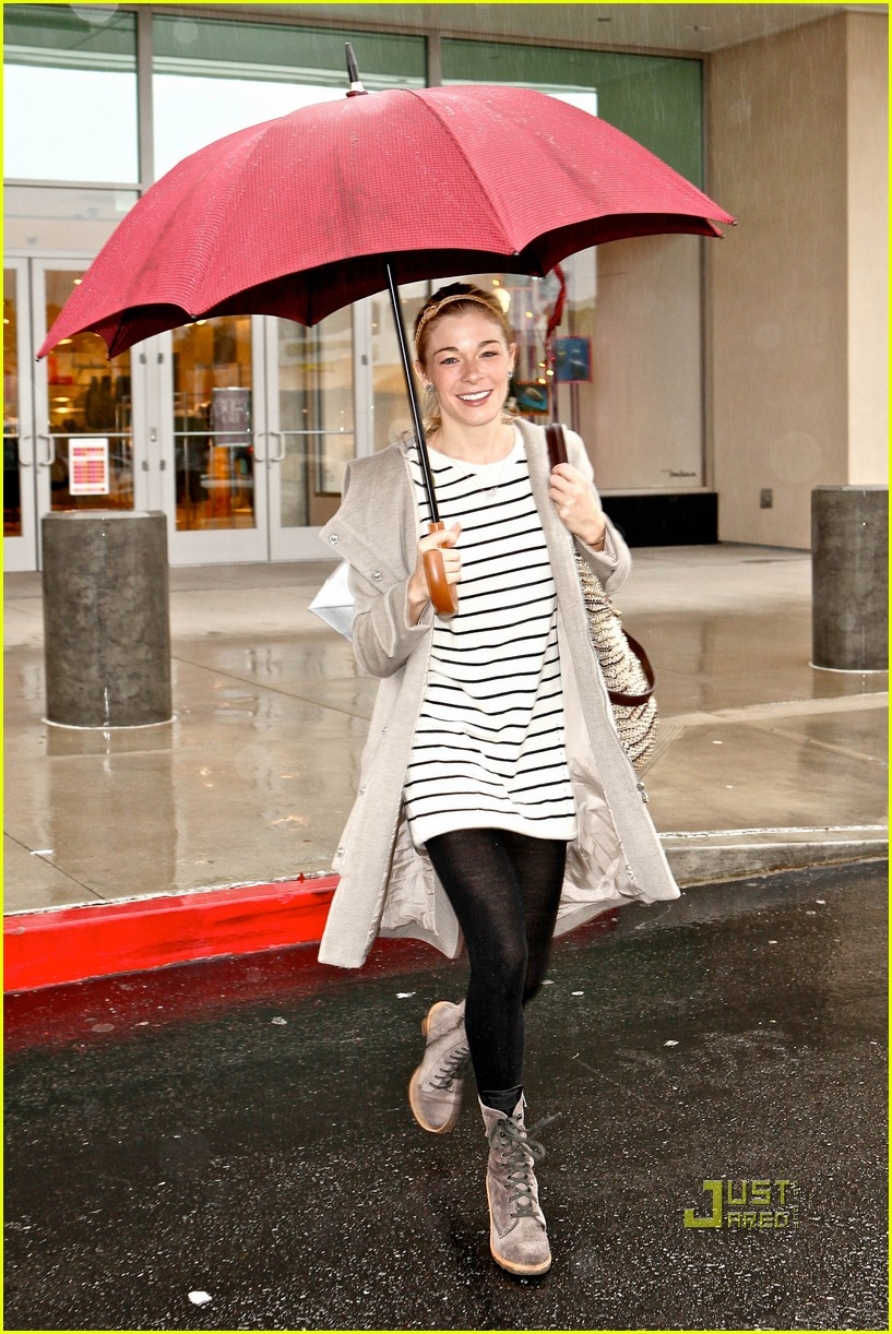 leann rimes umbrella mall 10