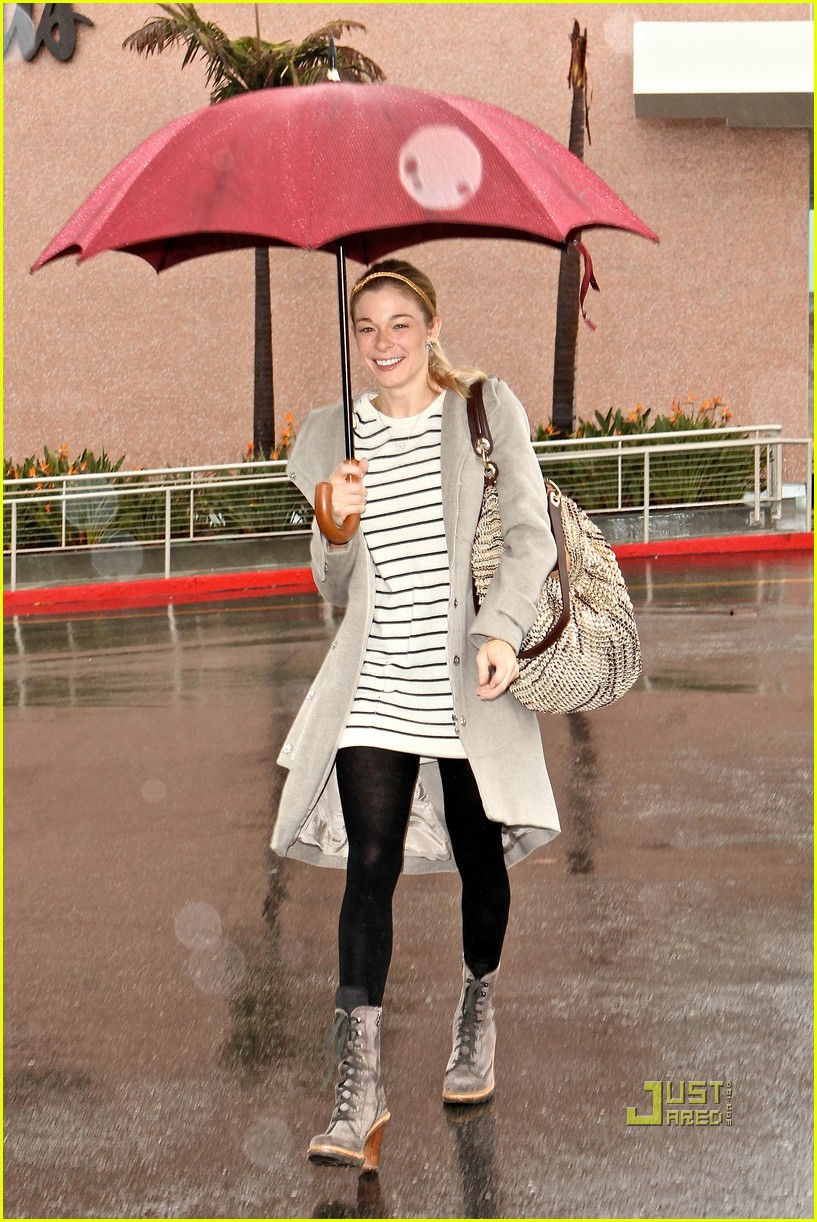leann rimes umbrella mall 11