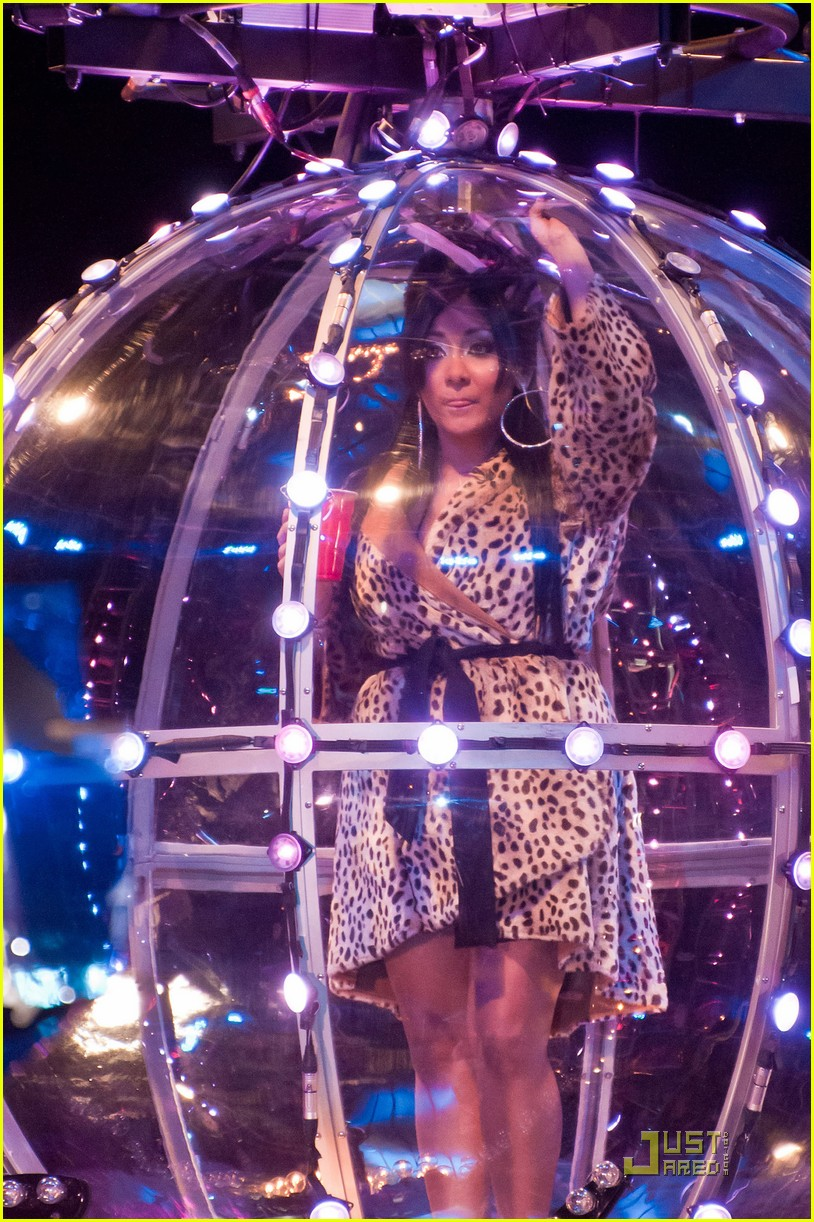 snooki new years eve ball drop preview 012507295