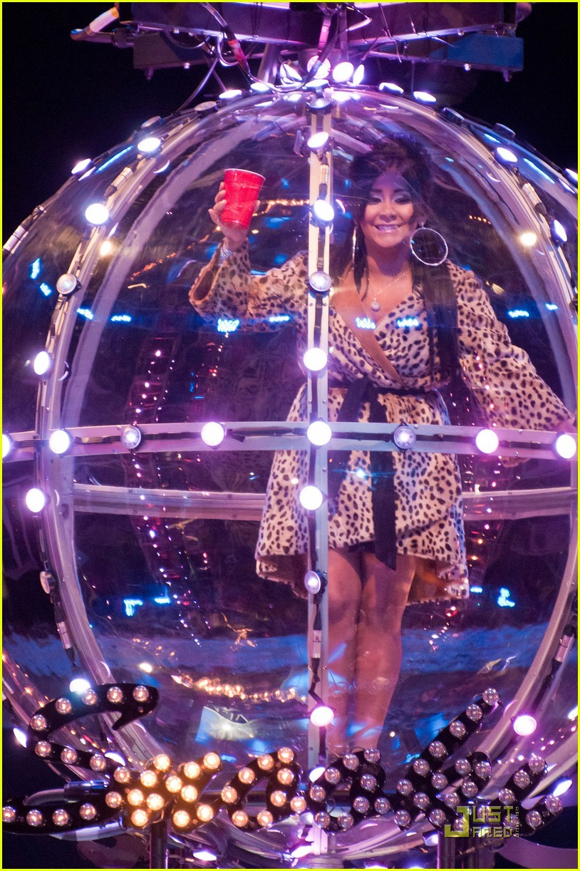 snooki new years eve ball drop preview 062507300