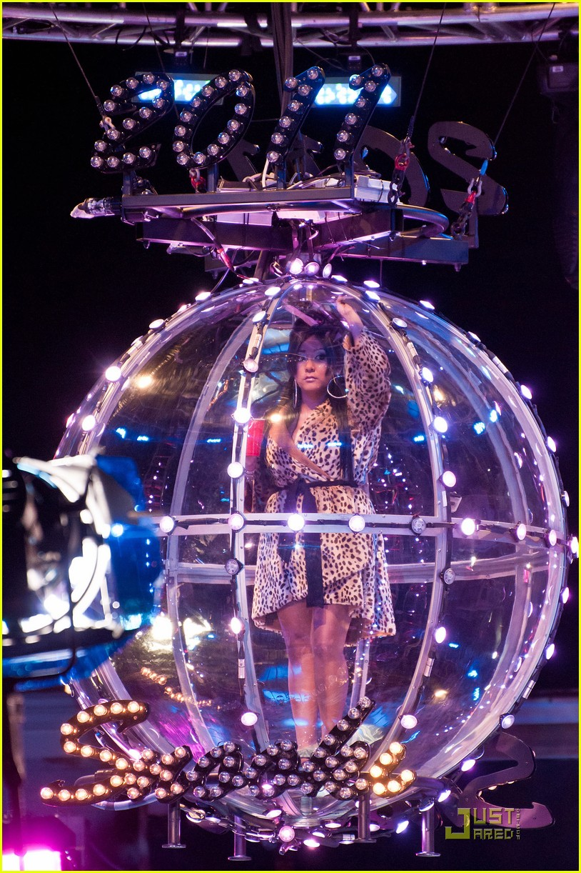 snooki new years eve ball drop preview 072507301