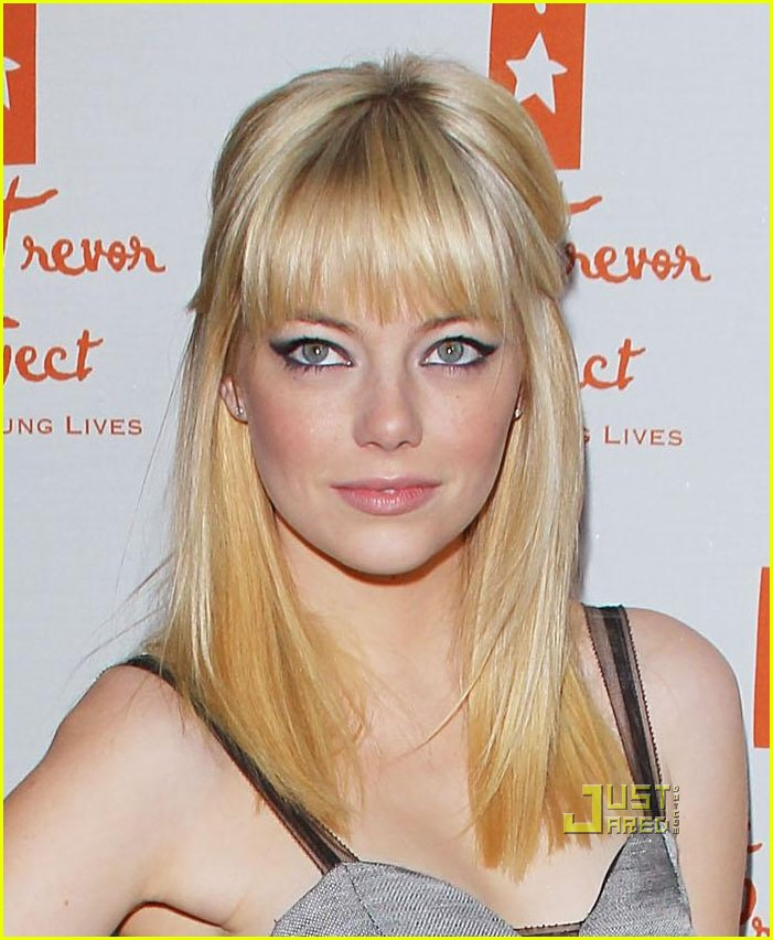 emma stone debuts new blonde do 01