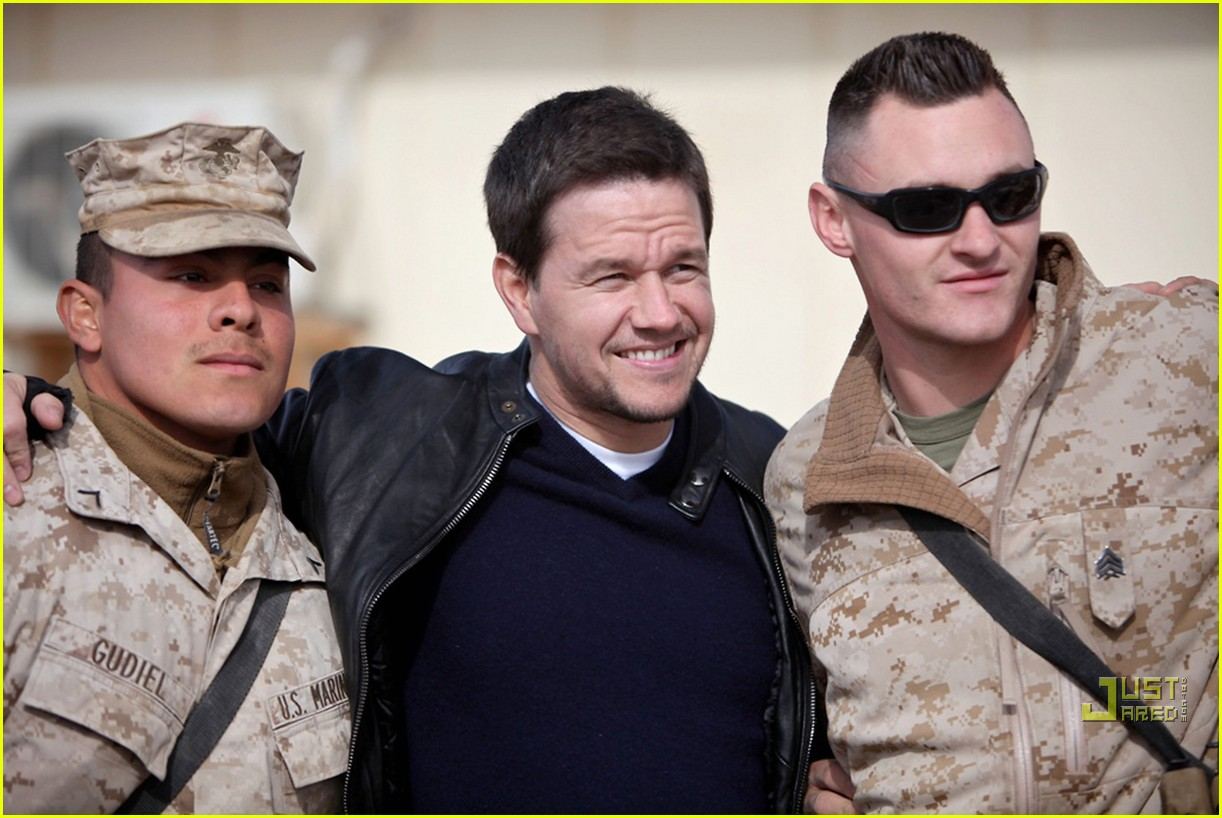 mark wahlberg salutes troops 052507265