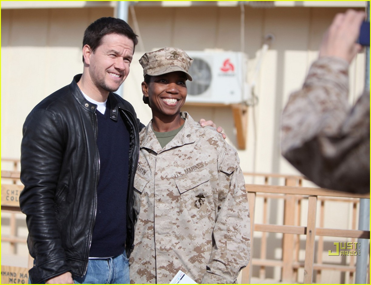 mark wahlberg salutes troops 092507269