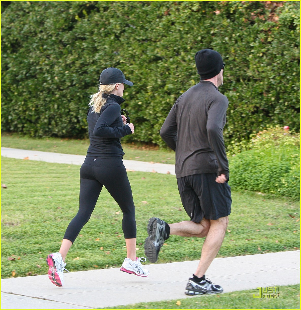 reese witherspoon jim toth jogging 12