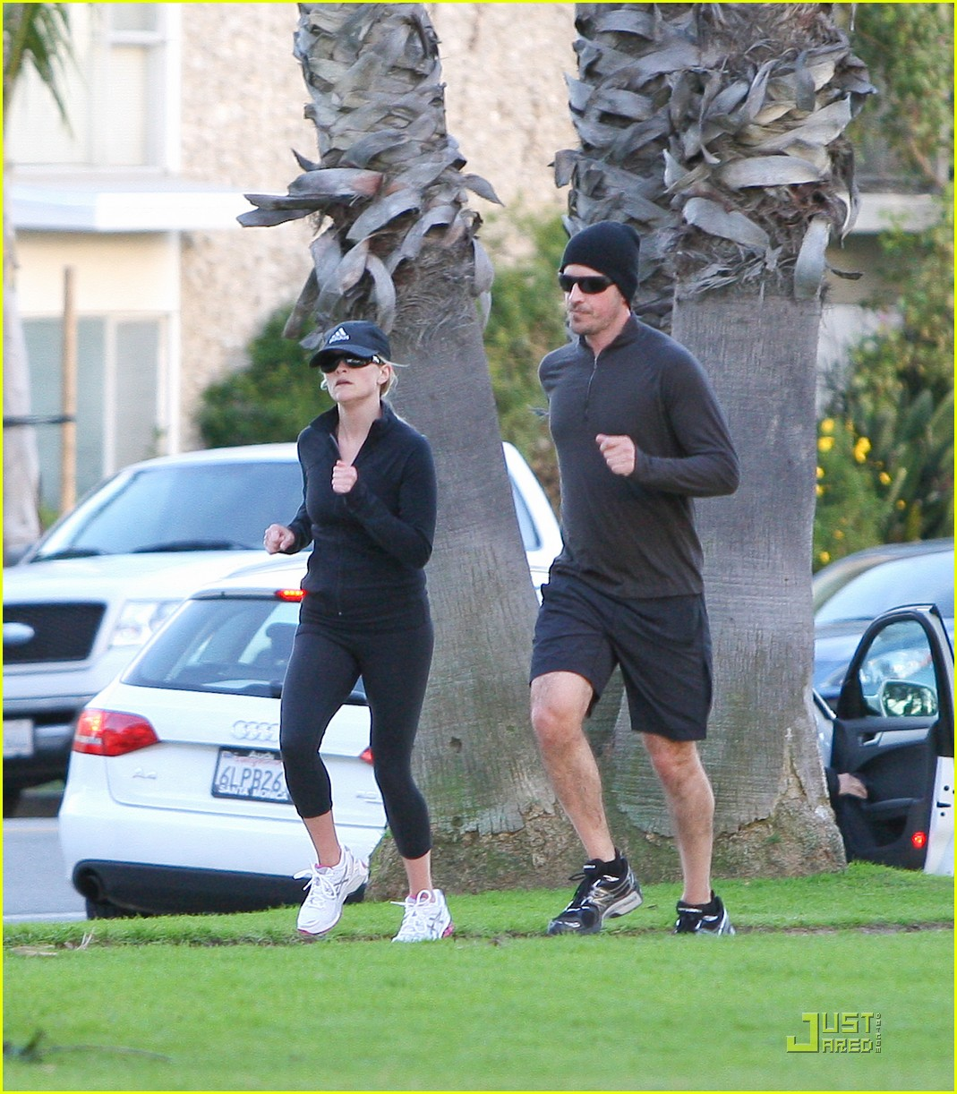 reese witherspoon jim toth jogging 162507433