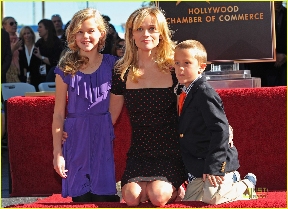 reese witherspoon star 112500026