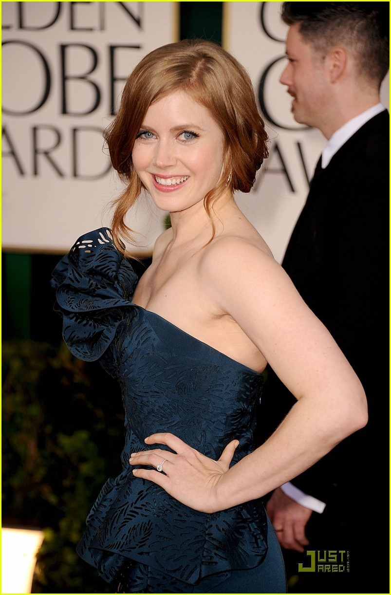 amy adams 2011 red carpet golden globes 02