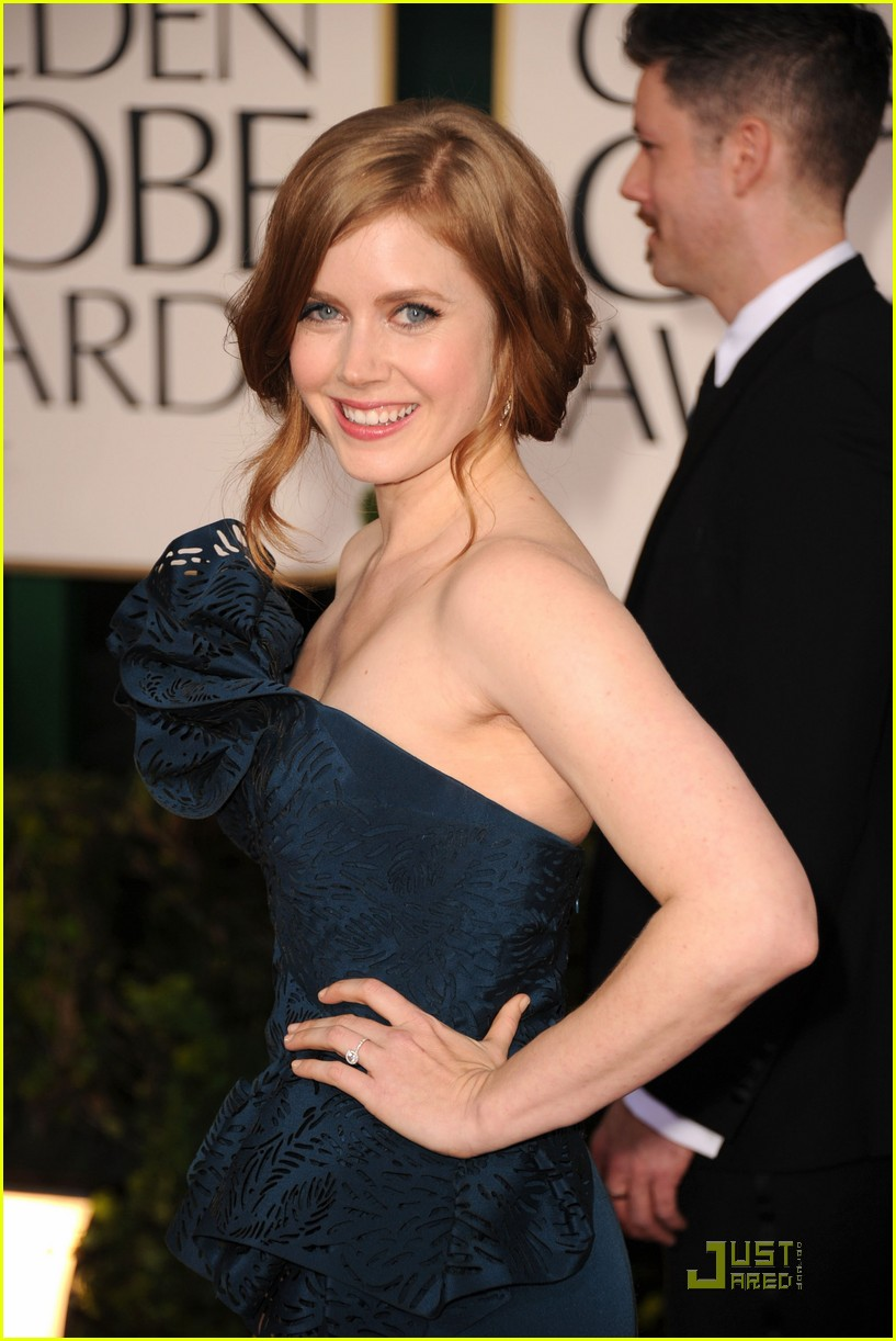 amy adams 2011 red carpet golden globes 07