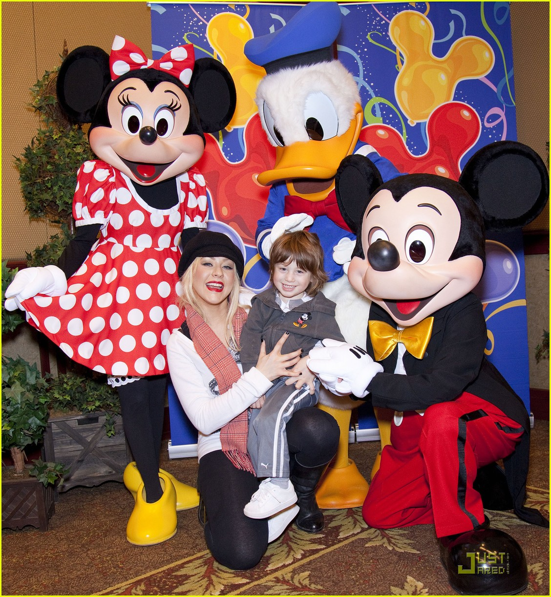 christina aguilera max disney 03