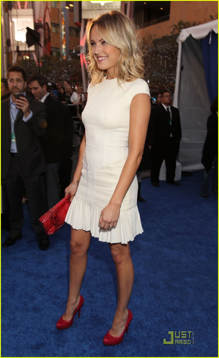 malin akerman maggie q 2011 peoples choice 05