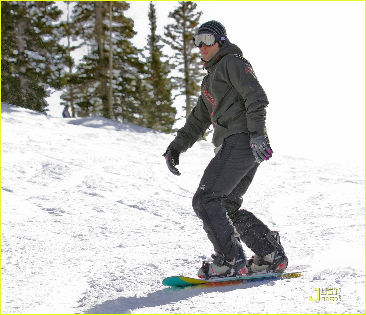 penn badgley snowboarding 05