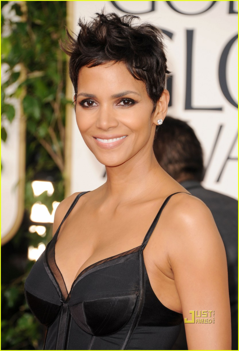 halle berry 2011 golden globes red carpet 032511851