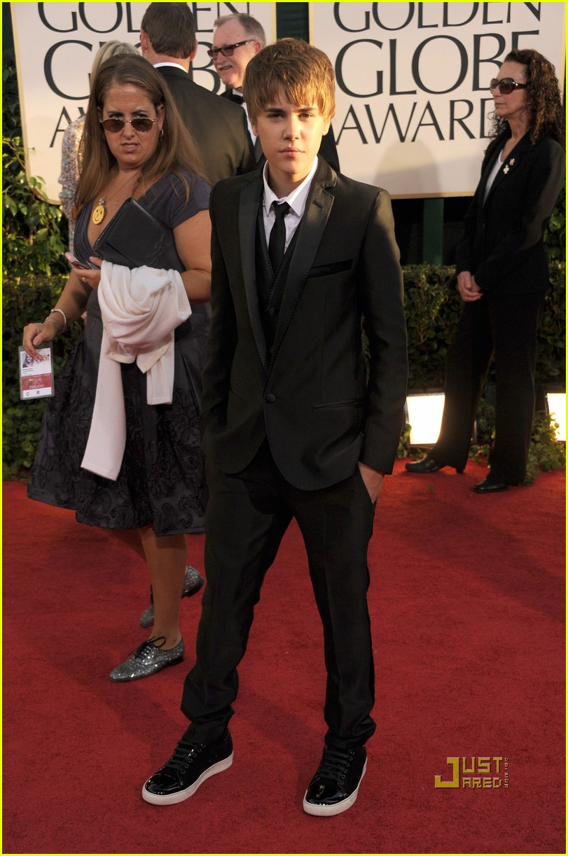 justin bieber golden globes 2011 red carpet 02
