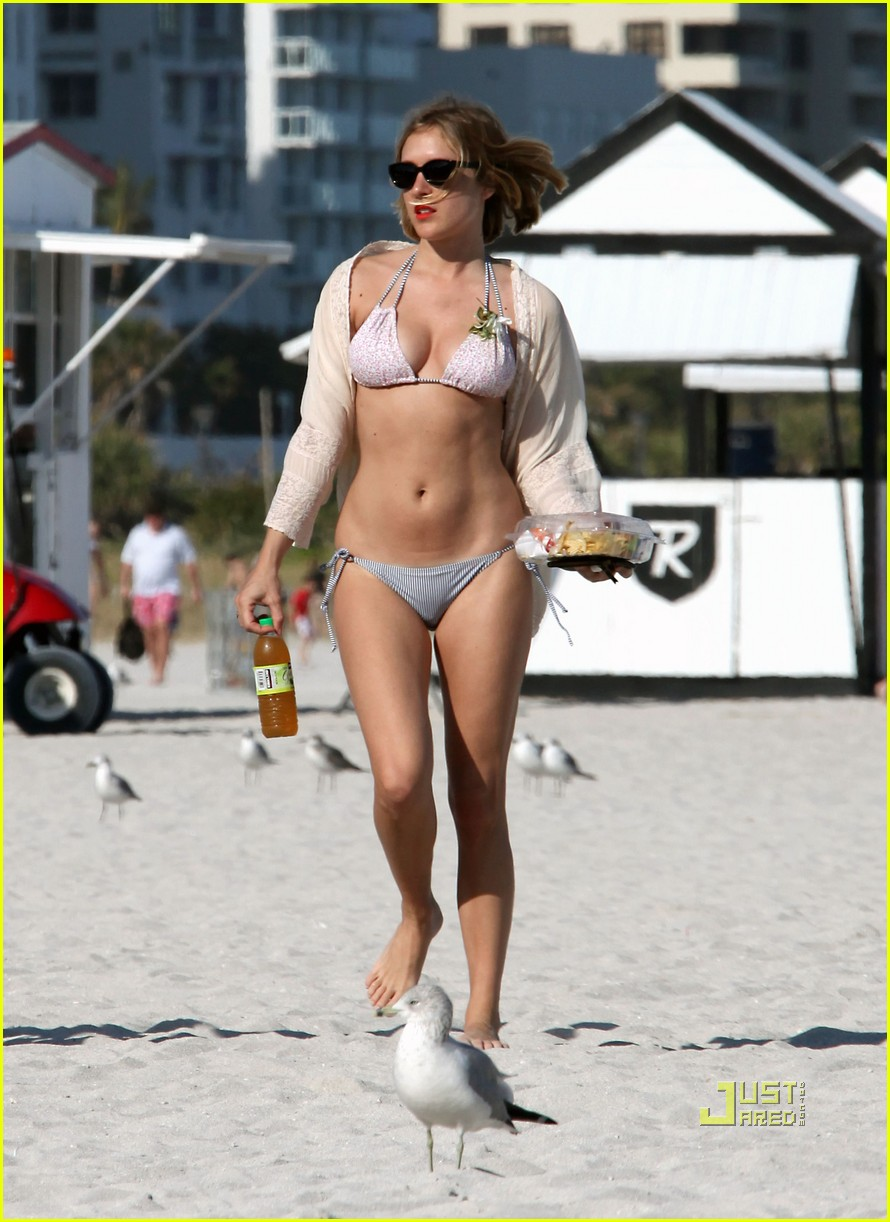chloe sevigny bikini miami 032507729