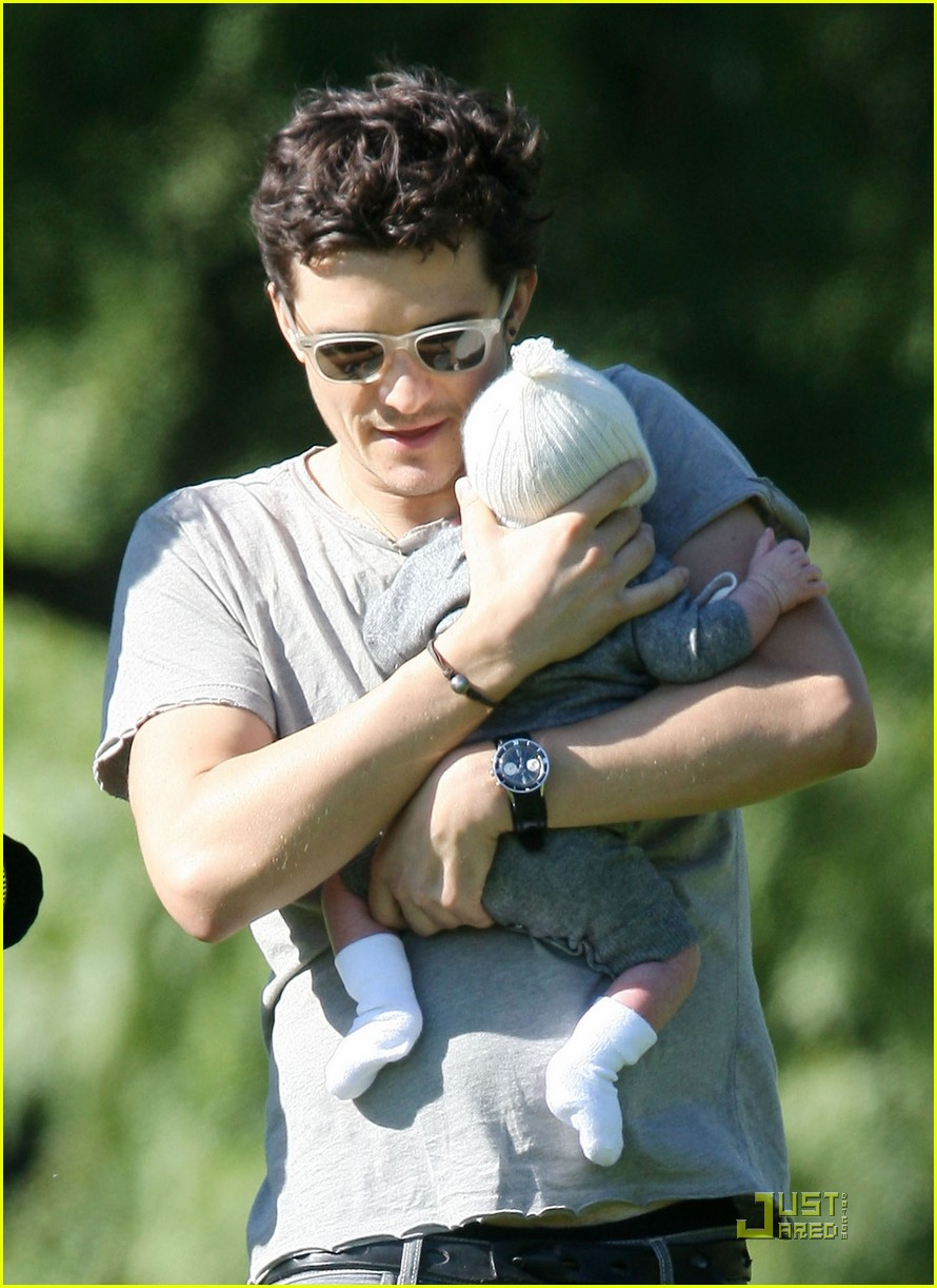 orlando bloom walk in the park with flynn 022513846
