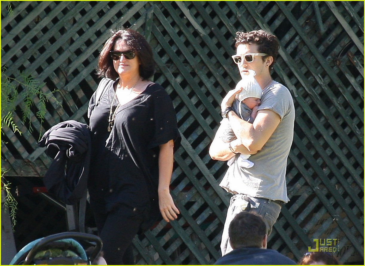orlando bloom walk in the park with flynn 07